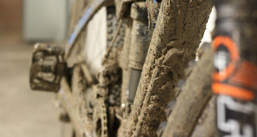езда на велосипеде по грязи